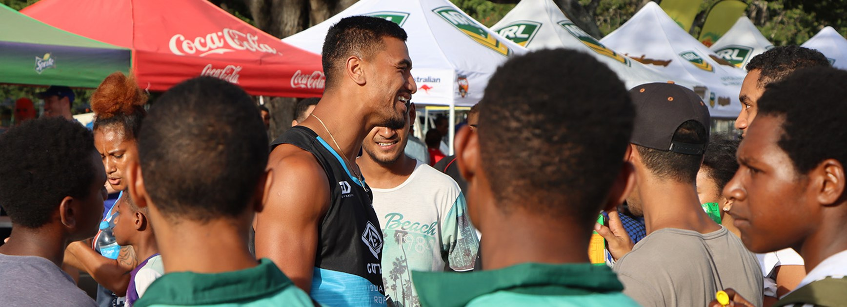 Price, Magoulias get hero's welcome as Bulldogs, Sharks arrive in PNG